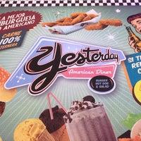 Foto tirada no(a) Yesterday American Diner por Ronald P. em 2/3/2013