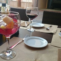 9/2/2014 tarihinde Виталик Ш.ziyaretçi tarafından Tiberi Bistro Restaurant'de çekilen fotoğraf