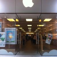 5/20/2013에 Liz T.님이 Apple Century City에서 찍은 사진