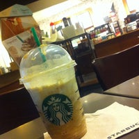 Снимок сделан в Starbucks пользователем Mario 5/10/2013