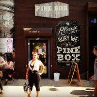 รูปภาพถ่ายที่ Pine Box Rock Shop โดย *Bitch Cakes* เมื่อ 7/27/2013
