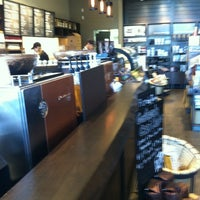 Foto tirada no(a) Starbucks por Randall E. em 1/17/2013