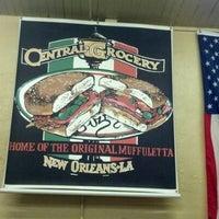 Foto tomada en Central Grocery Co. por Pam H. el 11/5/2012