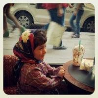 5/24/2013 tarihinde Özlemziyaretçi tarafından Starbucks'de çekilen fotoğraf