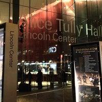 Das Foto wurde bei Alice Tully Hall at Lincoln Center von Markus S. am 12/21/2012 aufgenommen
