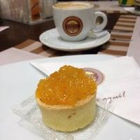 Photo taken at Café Feito a Grão by Galves on 9/13/2014