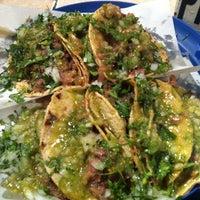 Foto tirada no(a) Tacos Charly por Gustavo A. M. em 12/21/2012
