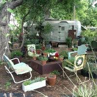 Foto tomada en East Austin Succulents por Michael C. el 6/6/2013