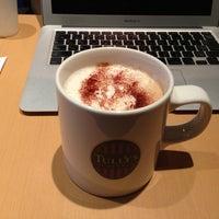 รูปภาพถ่ายที่ Tully's Coffee โดย Tetsuji O. เมื่อ 4/9/2013