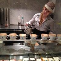 11/28/2012 tarihinde Yeh Ji S.ziyaretçi tarafından Blue Bottle Coffee'de çekilen fotoğraf