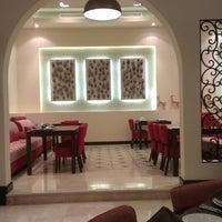Foto diambil di Shababik Restaurant oleh Habib C. pada 6/20/2014