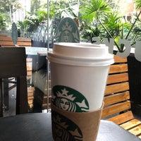 Снимок сделан в Starbucks пользователем KnxDT 4/14/2018