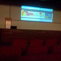 4/3/2013 tarihinde Anindra E.ziyaretçi tarafından Auditorium BINUS University'de çekilen fotoğraf