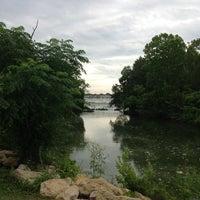 Foto tirada no(a) White Rock Lake Bike & Hiking Trail por Kennard J. em 6/18/2013