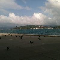 Das Foto wurde bei Yeniköy Sahili von Ali Fuat Y. am 10/22/2012 aufgenommen