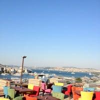 7/12/2013 tarihinde Tayro S.ziyaretçi tarafından Hüsnü Ala Cafe'de çekilen fotoğraf