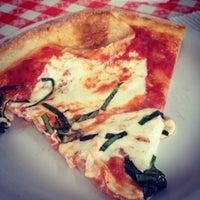 Снимок сделан в MamaDellas N.Y. City Pizzeria пользователем Brenton D. 12/20/2013
