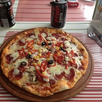 10/29/2012 tarihinde Belizziyaretçi tarafından Pizzacı Altan'de çekilen fotoğraf