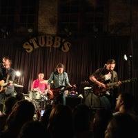 Photo prise au Stubb's Bar-B-Q par Bruce le6/18/2013