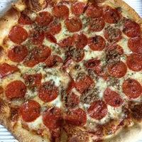 Снимок сделан в MamaDellas N.Y. City Pizzeria пользователем Kyra 6/30/2013