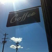 Снимок сделан в Water Avenue Coffee Company пользователем Ashley K. 6/17/2013