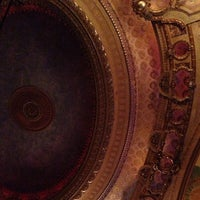 Foto diambil di The Chicago Theatre oleh Chris D. pada 9/29/2012