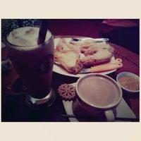Foto diambil di Coffee Toffee oleh Intan Legiman pada 12/14/2012