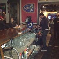 Photo prise au Poplar Street Pub par Zoe S. le1/13/2012