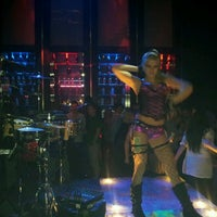 Photo prise au Gold Room Nightclub par Chad R. le3/4/2012