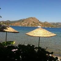 รูปภาพถ่ายที่ Mavi Deniz โดย Aylin Z. เมื่อ 9/6/2012
