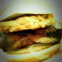 Photo prise au MOS Burger par Anch L. le1/5/2011
