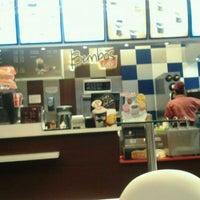 Снимок сделан в Bembos Café пользователем Miluska J. 1/23/2012