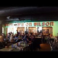 รูปภาพถ่ายที่ Whitlow's on Wilson โดย Frank G. เมื่อ 11/5/2011
