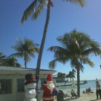 Photo prise au Southernmost Beach Cafe par Vince R. le1/4/2012