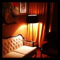 Das Foto wurde bei The Upstairs von Cory C. am 11/28/2011 aufgenommen