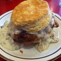 Das Foto wurde bei Denver Biscuit Company von Blair N. am 12/28/2011 aufgenommen