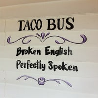 Foto tirada no(a) Taco Bus por David V. em 2/22/2011