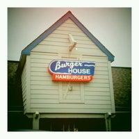 Das Foto wurde bei Burger House von Neff C. am 5/11/2011 aufgenommen