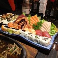 Foto scattata a Shinkai Sushi da Victor Hugo A. il 5/31/2012