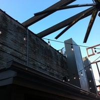 Foto scattata a Local Bar + Kitchen da あらし il 7/15/2011