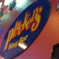 Foto diambil di Pluckers Wing Bar oleh General L. pada 9/17/2011