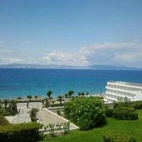 Снимок сделан в Sheraton Rhodes Resort пользователем Andy T. 5/19/2012