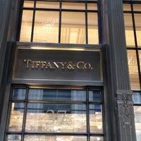 Foto scattata a Tiffany & Co. da Bobby G. il 5/30/2012