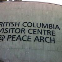 7/25/2012에 Miranda Y.님이 British Columbia Visitor Centre @ Peace Arch에서 찍은 사진