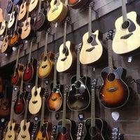 Foto scattata a Cosmo Music - The Musical Instrument Superstore! da Joanne C. il 4/15/2012