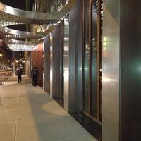 Foto tirada no(a) Marble Lane at Dream Downtown por Kevin B. em 10/25/2011