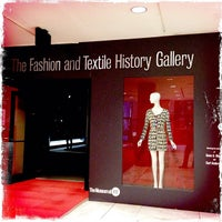 Foto tomada en Museum at the Fashion Institute of Technology (FIT)  por Allison M. el 4/11/2012