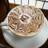Foto scattata a Land of a Thousand Hills Coffee da Julia B. il 7/12/2012