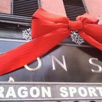 รูปภาพถ่ายที่ Paragon Sports โดย Roland L. เมื่อ 11/20/2011