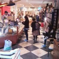 10/23/2011에 Lauren L.님이 Cure Thrift Shop에서 찍은 사진